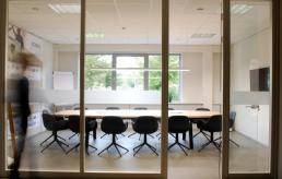 meeting vergaderen vergadertafel kantoor meubilair office furniture vlaams-brabant limburg brussel leuven antwerpen hasselt